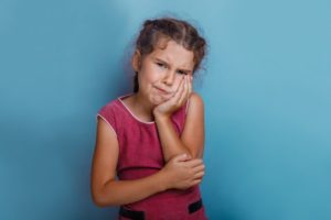 Girl with toothache should visit her New Hampshire emergency dentist